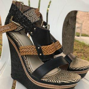 Patterned platform heels